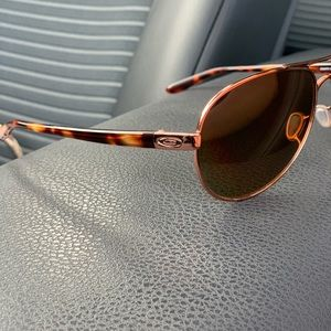 Polarized woman's Oakley sunglasses